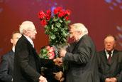 Валентин Михайлович Сидоров поздравляет именинника со знаменательной датой